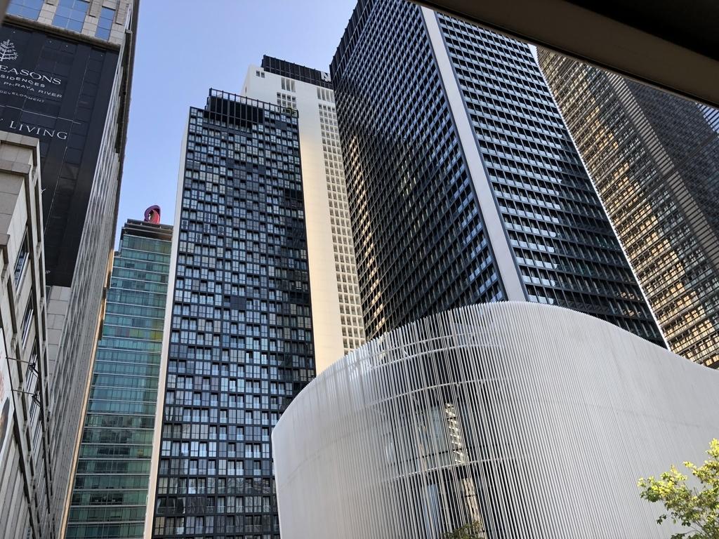 バンコク、プルンチット駅周辺の高層ビル群