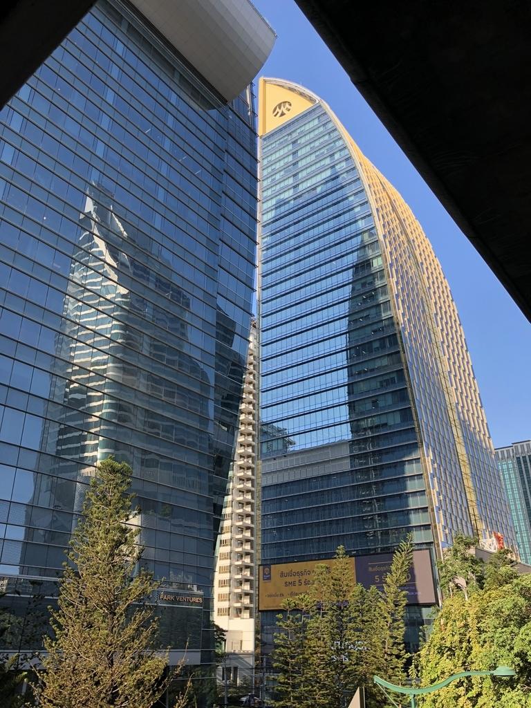 バンコク・プルンチットの高層ビル