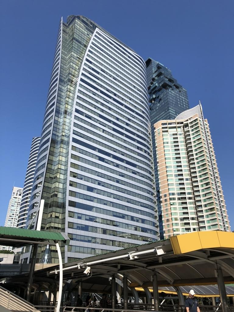 チョンノンシー駅前の高層ビル