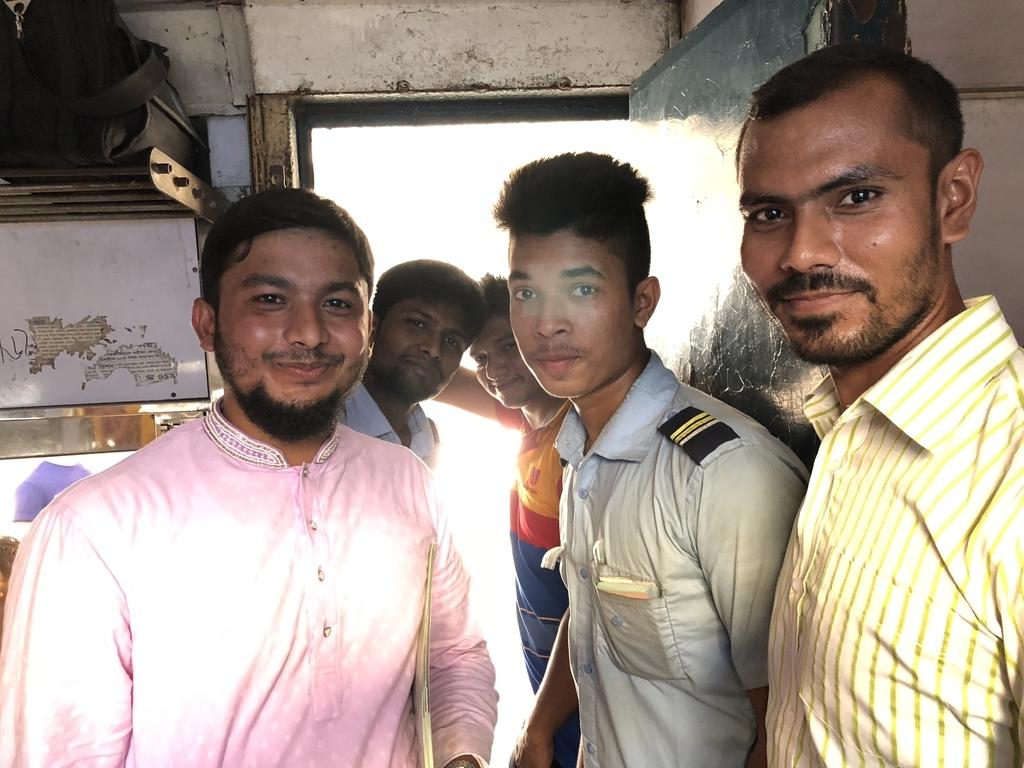バングラデシュ鉄道の中にいた乗客