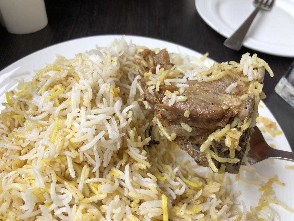 ダッカのハジビリヤニで食べたバングラデシュのビリヤニ