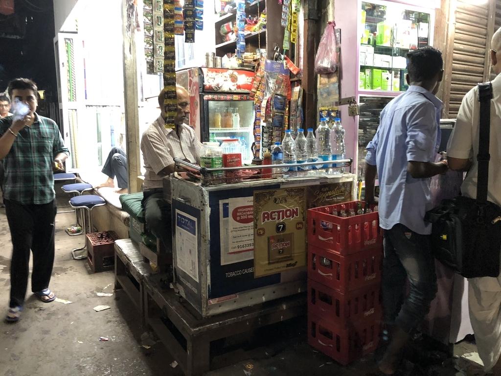 インドのペットボトル売ってる店