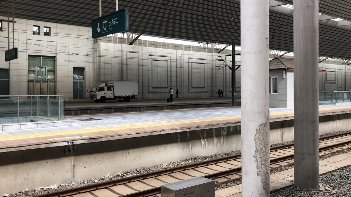 トラックが丹東駅