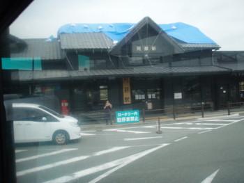 地震の後の阿蘇駅