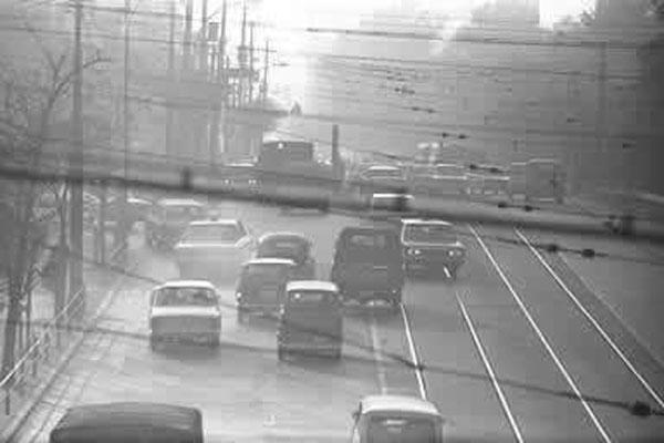 昭和30年代千代田区日比谷公園前大気汚染