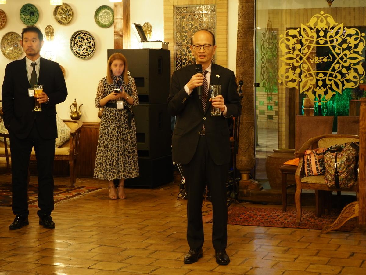 日本ウズベキスタン協会20周年記念パーティで挨拶される藤山美典・在ウズベキスタン日本大使