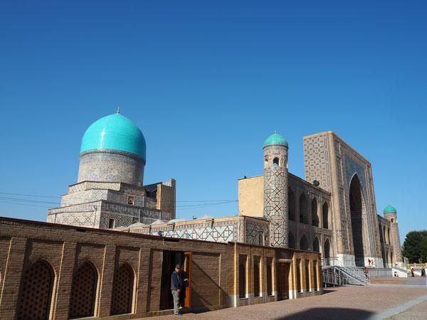 サマルカンド レギスタン広場正面の神学校「ティリャー・コリーモスクマドラサ」