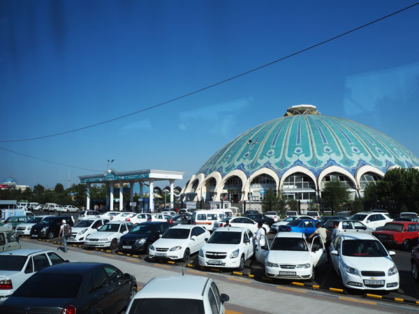 中央アジア最大級の市場『チョルスーバザール』