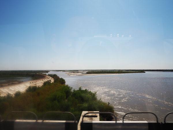 ウルゲンチ付近のアムダリア川
