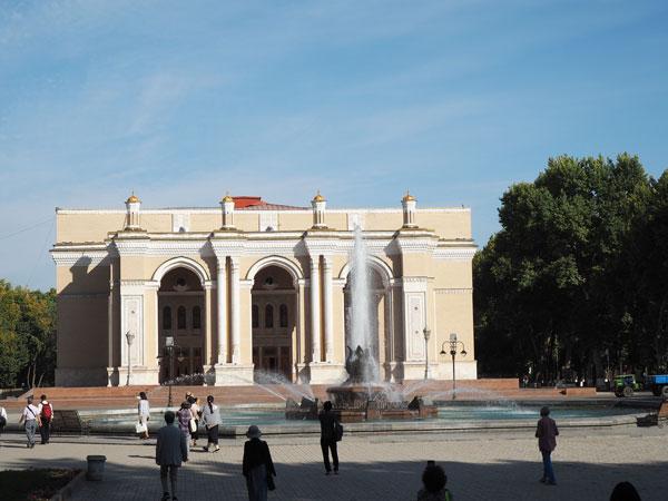 ナボイ劇場