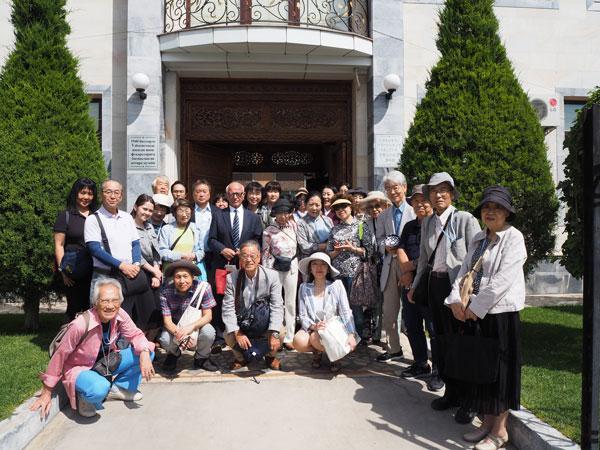 『日本人抑留者資料館』正面入口にて
