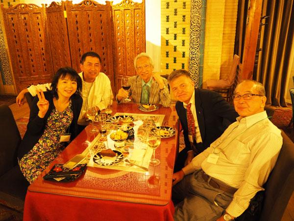 20周年記念パーティにてNORIKO(のりこ)学級のガニシエル校長(右から二番目)と
