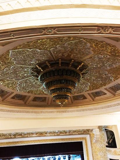ナボイ劇場天井のシャンデリア