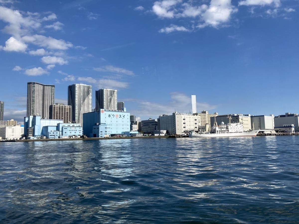 船から見た竹芝桟橋周辺の様子