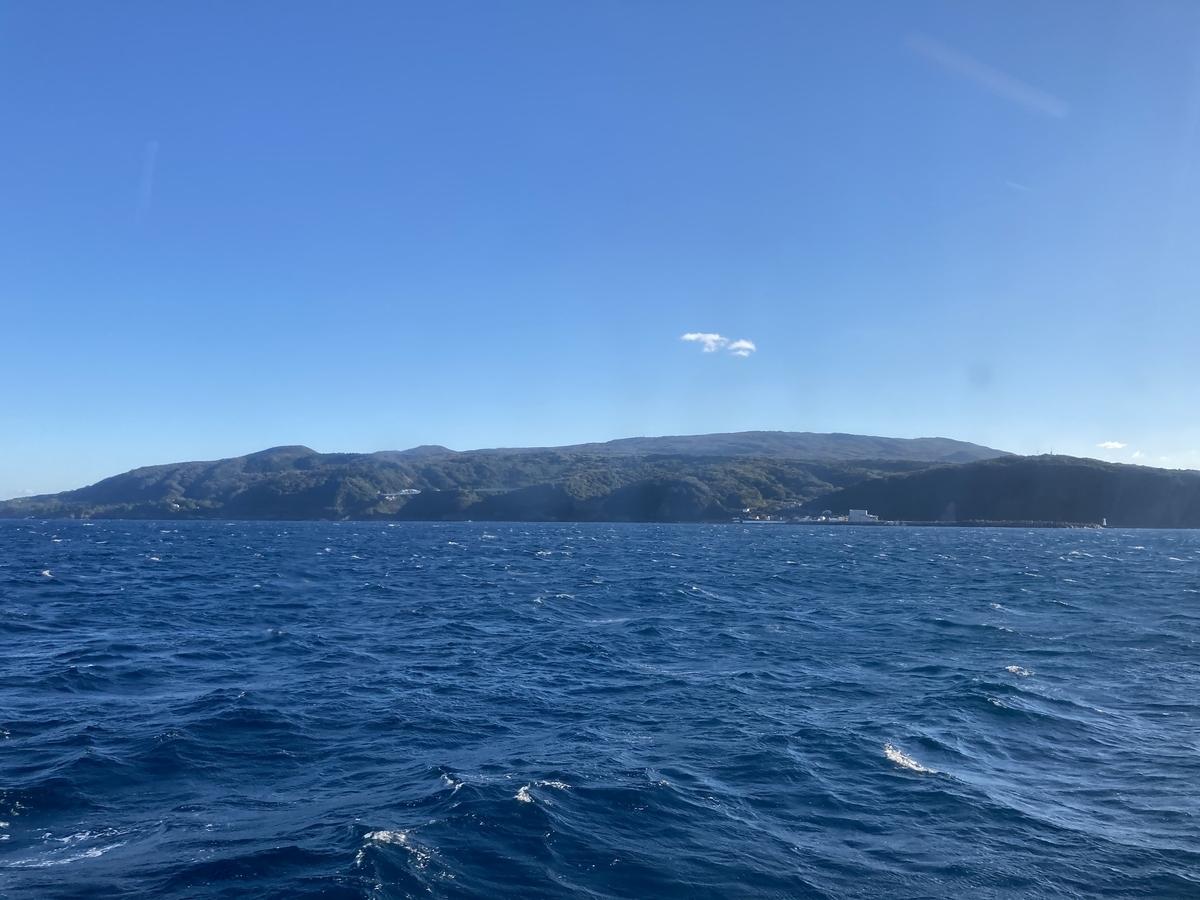 船から見た大島