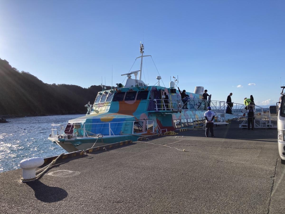 武田港に泊まるジェット船