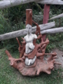 神秘的な手作りの像