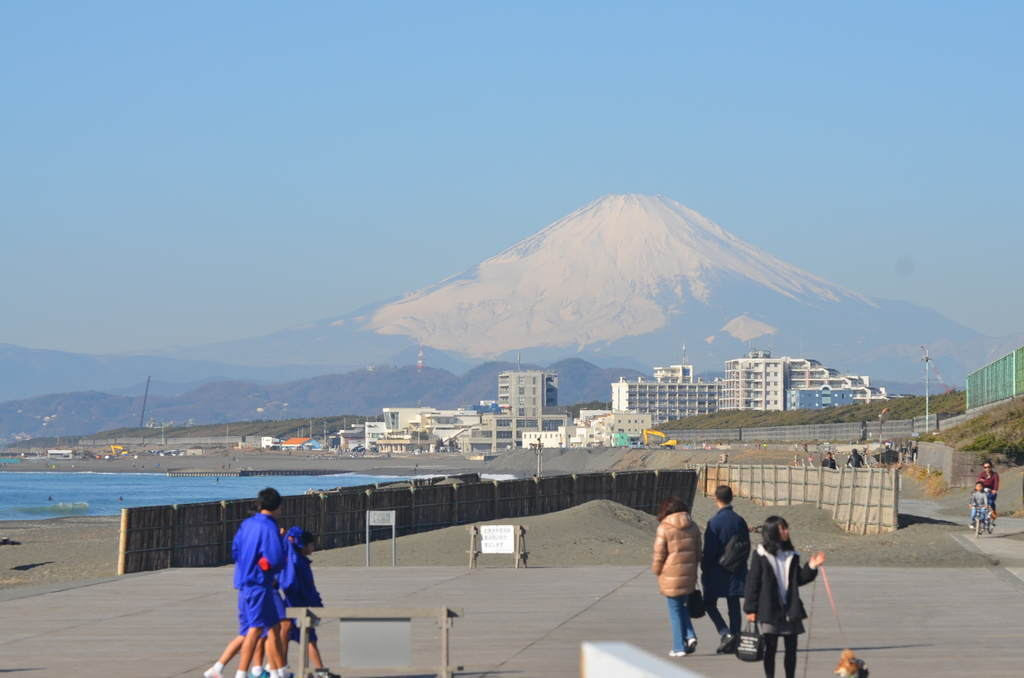 茅ヶ崎海岸から望む富士山