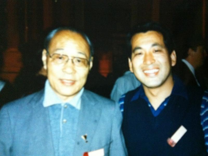 Dr. Wang(65才)と中尾 (38才)のツーショット(1985年 )