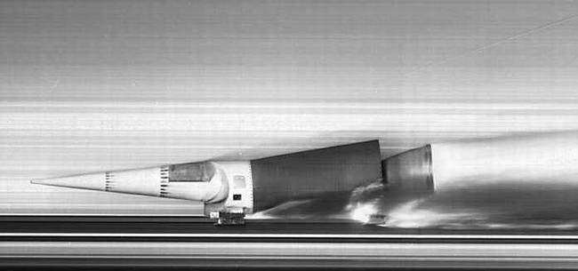 大光量電球を用いたロケットモータの実験撮影