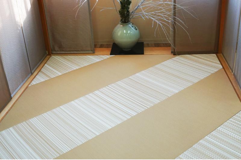 表面を水洗いできるノンアレルギー、ノン防虫剤、ノンコーティング、無添加なポリプロピレンの特殊繊維で織られた畳です。これなら子供でも安心!