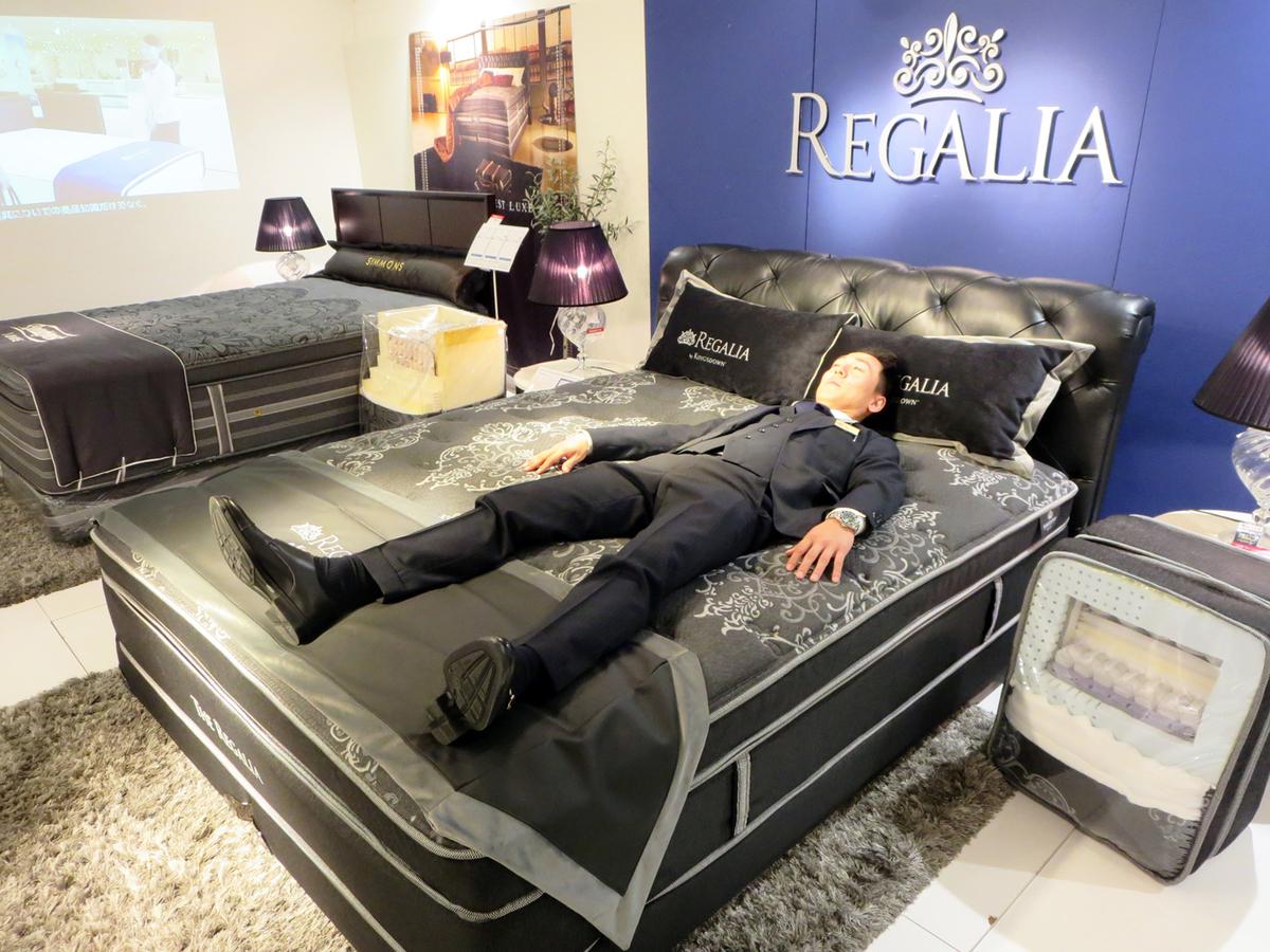 「スリープアドバイザー」の滝崎敏之さん。質の高い睡眠を取るためのベッド内環境の整え方を教えてくれました。