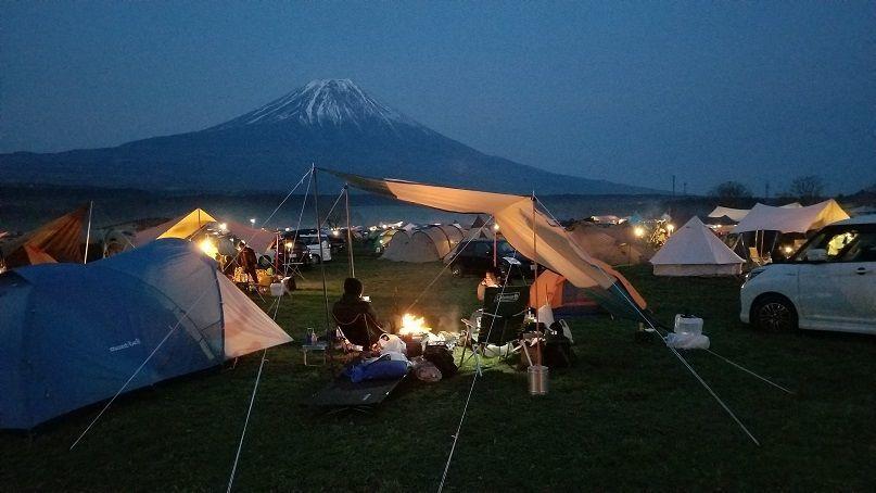 ふもとっぱら キャンプ場 夜 富士山