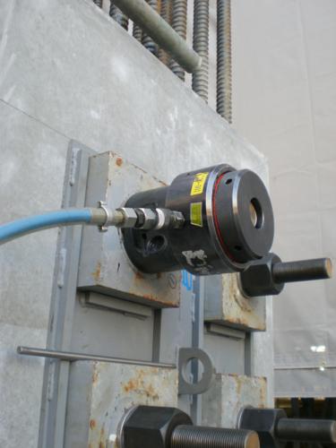 油圧ボルトテンショナー・スリーブ交換型