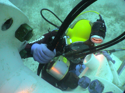 水中ボルト締め・油圧トルクレンチ:日本プララド