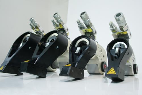 大型ボルト締めトルク管理:油圧トルクレンチ