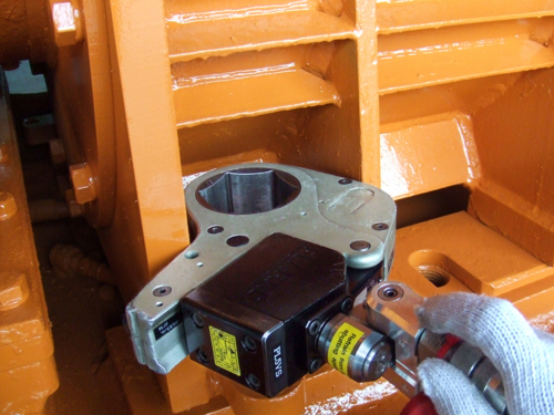 プララド油圧レンチ センターホール型で締付けトルク3500Nm