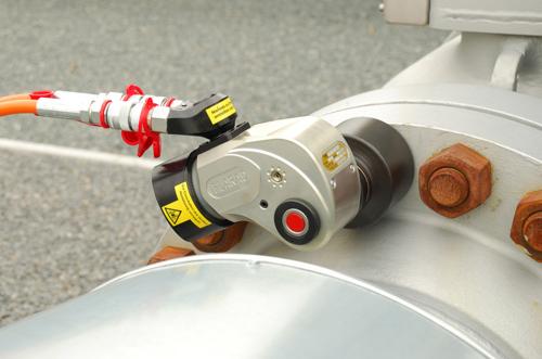 プララド油圧トルクレンチで締付けトルク3000Nmフランジボルト締め