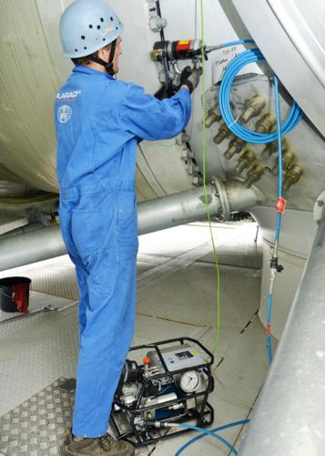PLARAD ボルトテンショナーで風力発電の大型ボルト締め