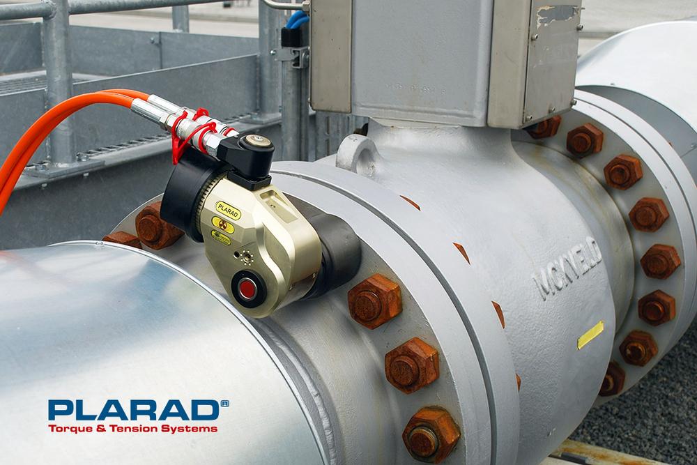 プララド油圧トルクレンチで締付けトルク6000Nmフランジボルト締め