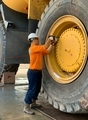 [コードレス電動レンチ][電動トルクレンチ][電動レンチメーカー][Plarad][日本プララド][大型ダンプトラック][大型ボルト締め付け]大型ダンプトラックのボルト締めコードレス電動レンチ 日本プララド