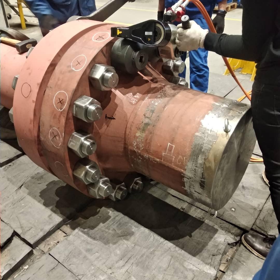 油圧トルクレンチでM56ボルト締め付けトルク 7,000Nm-日本プララド