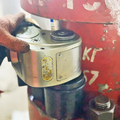 [油圧トルクレンチ][油圧レンチ][油圧レンチメーカー][日本プララド][油圧パワーレンチ][狭所のボルト締め][トルクレンチ3000Nm][トルクレンチ4000Nm][大型ボルト締め工具]狭所の大型ボルト締め-油圧トルクレンチ トルク4500Nm 日本プララド