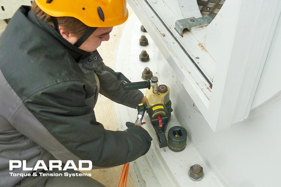 風力発電ボルト締め工具 - 油圧トルクレンチ トルク3200Nm 日本プララド