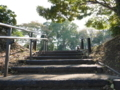 中郭への階段を上がる