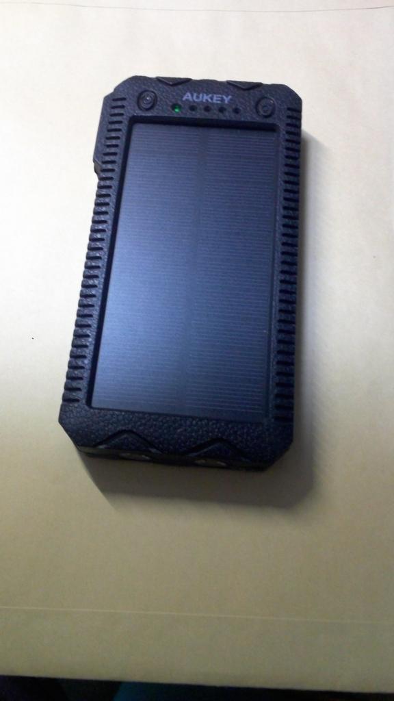 AUKEY ソーラーチャージャー モバイルバッテリー 大容量 12000mah 2USBポート 二個LEDランプ搭載 ソーラーパネル 非常用 災害時 旅行 出張 PB-P24
