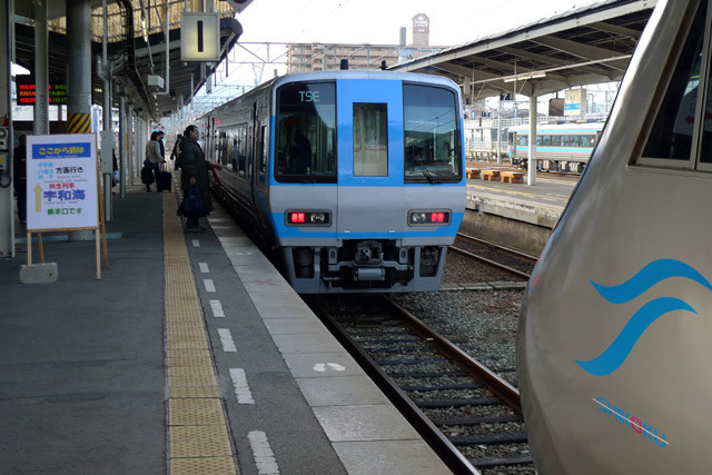 [JR松山駅][いしづち][宇和海][特急][ホーム][乗り換え]