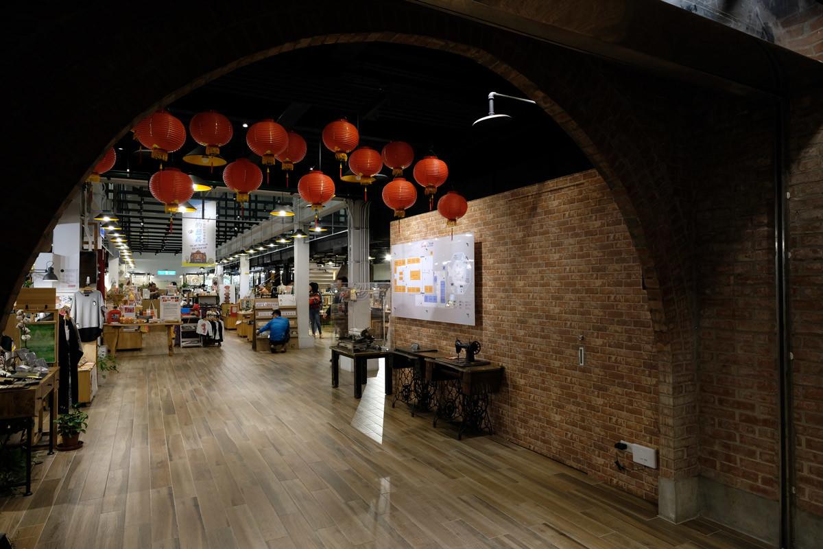 西門紅楼:「中華」の雰囲気ある半円形のレンガゲート