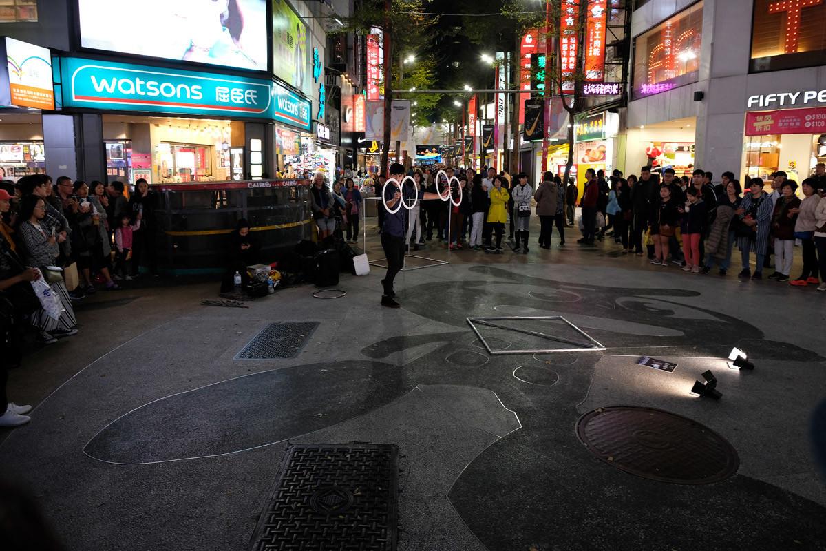 台北:西門界隈では路上パフォーマンスも