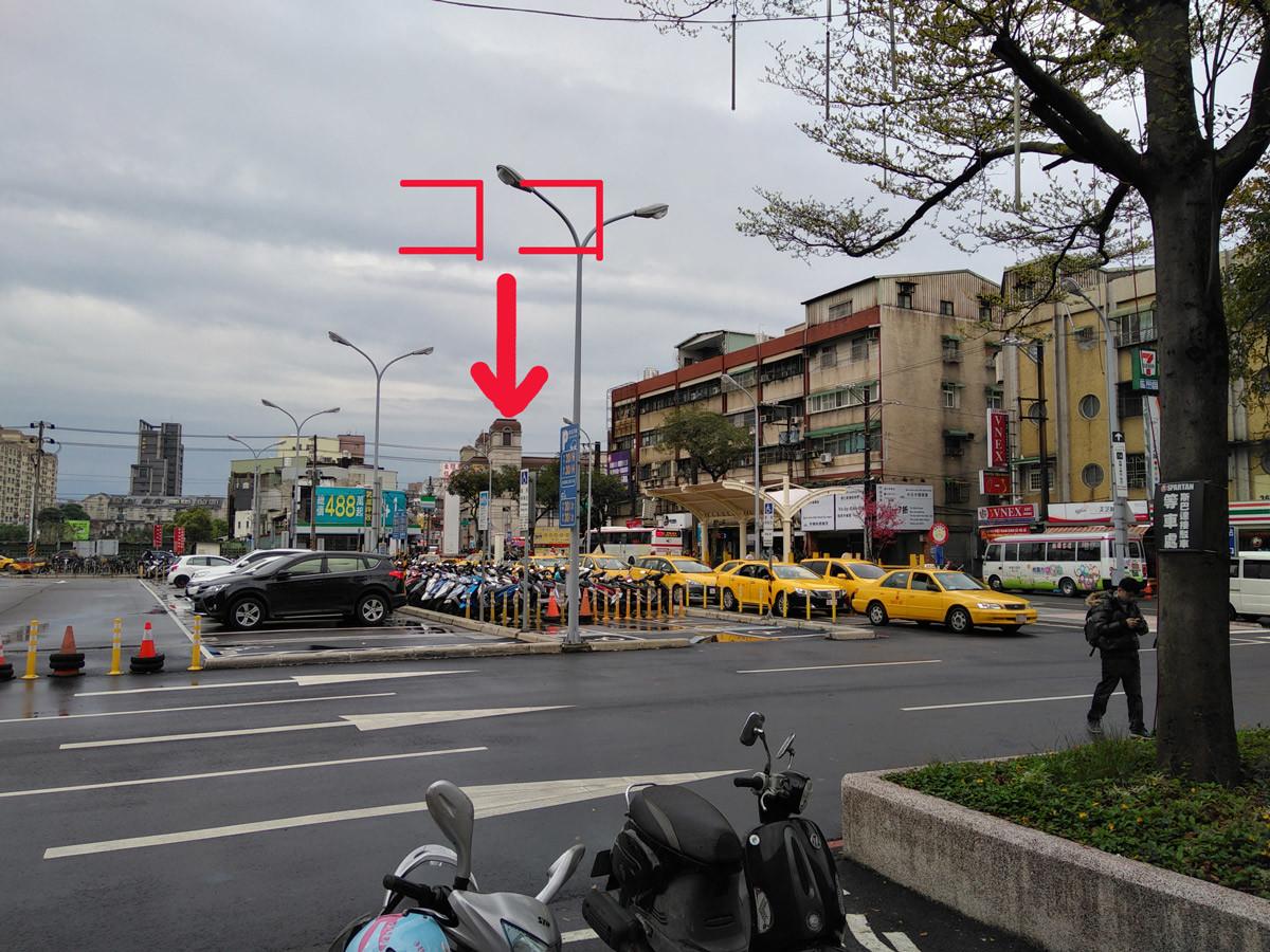 台湾:台鉄桃園から桃園客運へ歩いて行く