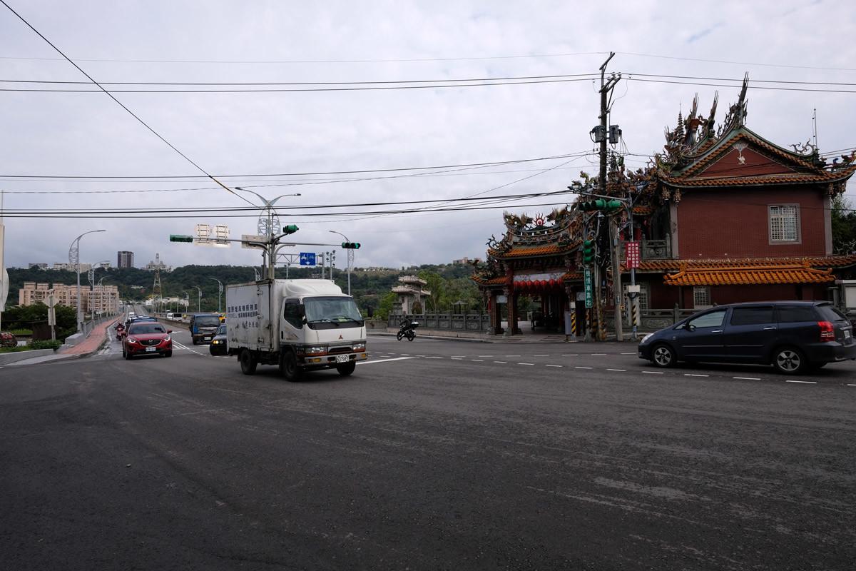 大渓老街の入り口近く、観音寺バス停