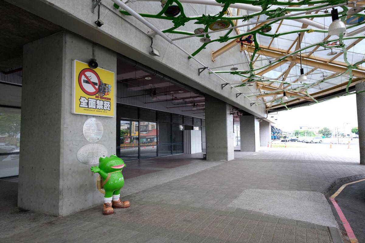 カエルが立っておりました@潮州站前