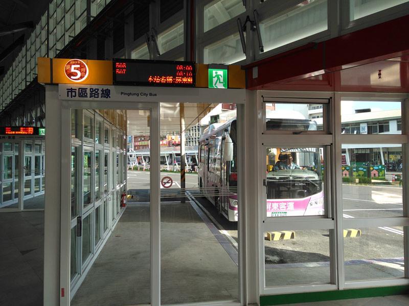 屏東轉運站、5番ホーム出発