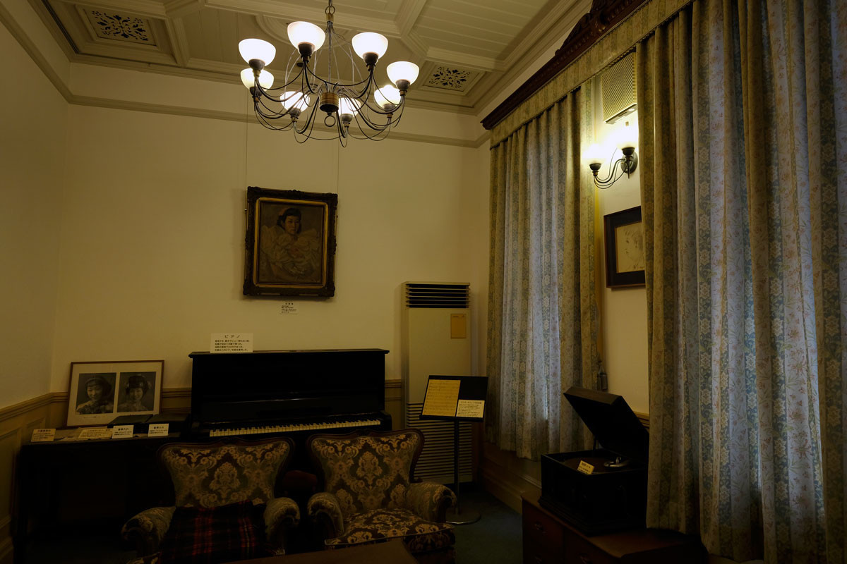 柳井市:町並み資料館2階は、松島詩子記念館