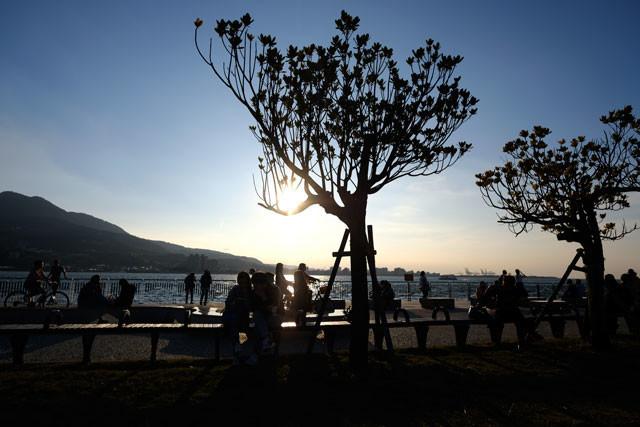 淡水:夕陽を待つ人たち…。