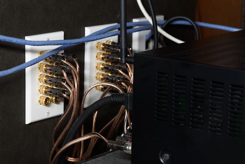 シアタールーム ホームシアター AVアンプ裏 配線 バナナプラグ Fosmon スピーカー壁プレート